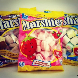 Thai air pastille MARSHMALLOWS with flavors of vanilla, chocolate and strawberries, 80 grams.