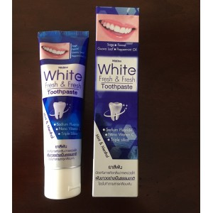 Whitening and mineralizing toothpaste for complex care of the Thai brand Mistine, 100 grams.